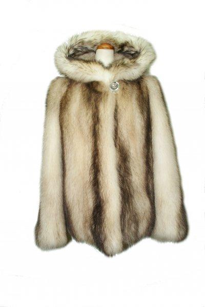 Меховое пальто из енота, код 10957.