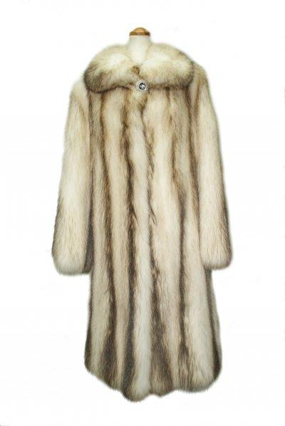 Меховое пальто из енота, код 11537.